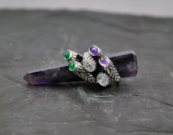 Solid gemstone ring