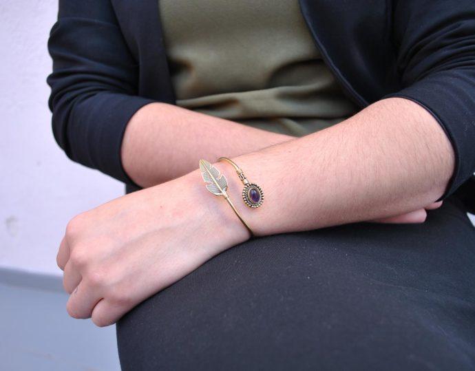 model feather bracelet