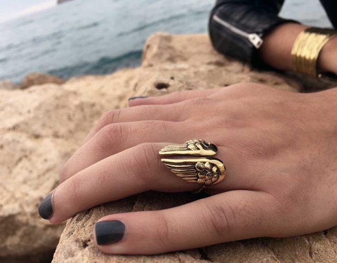 Wings ring