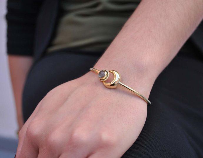 moon bracelet model