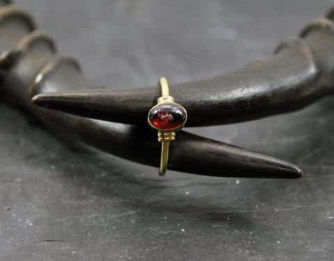 anillo granate