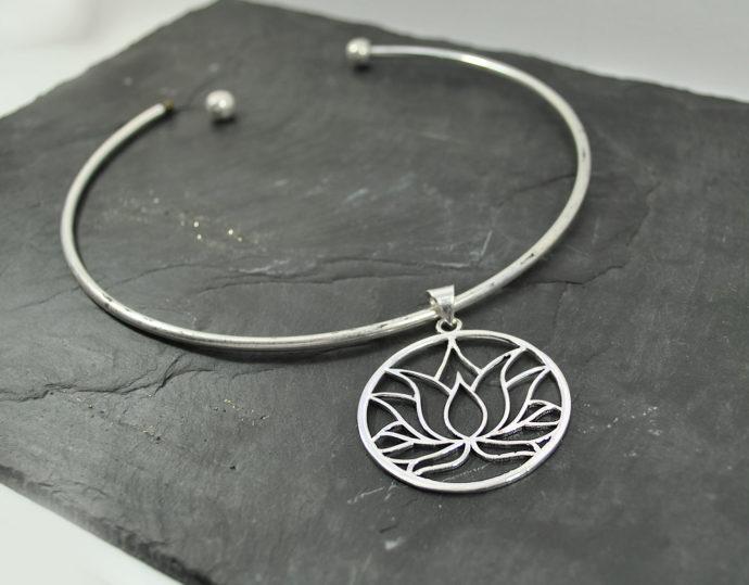 rigid loto pendant