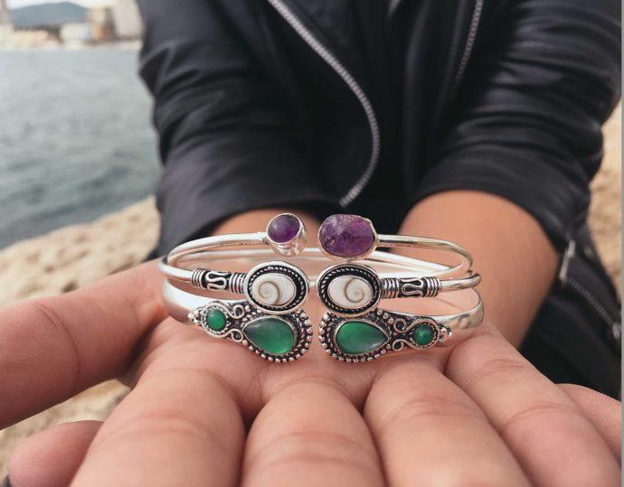 mis de pulseras con gemas