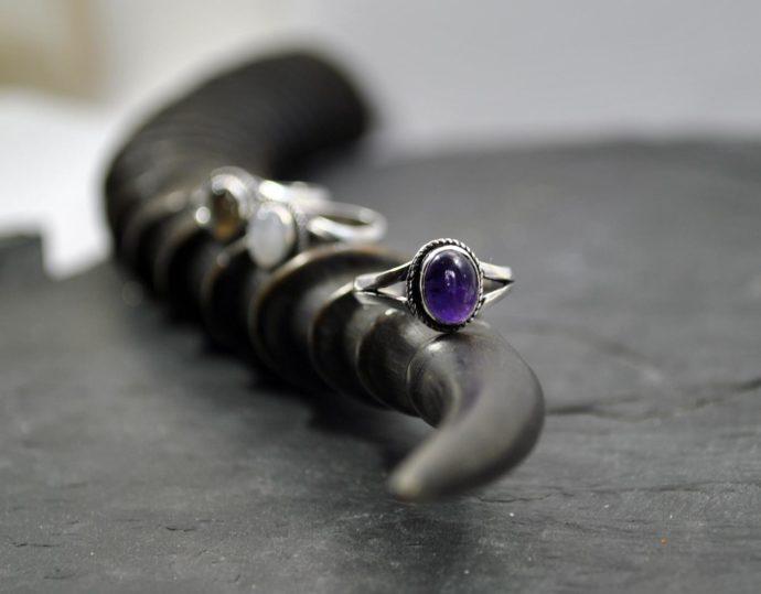 Silver amathyst ring
