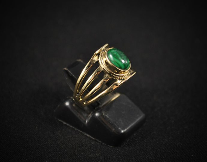golden-stone-ring