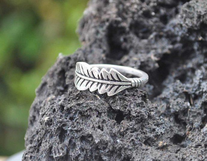 anillo pluma