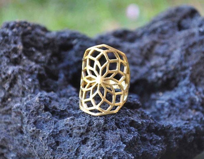 anillo laton geometría