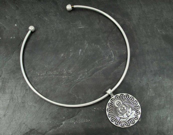 rigid kamasutra pendant