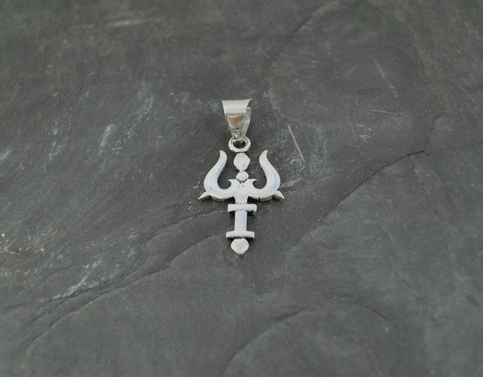 colgante trisula plata