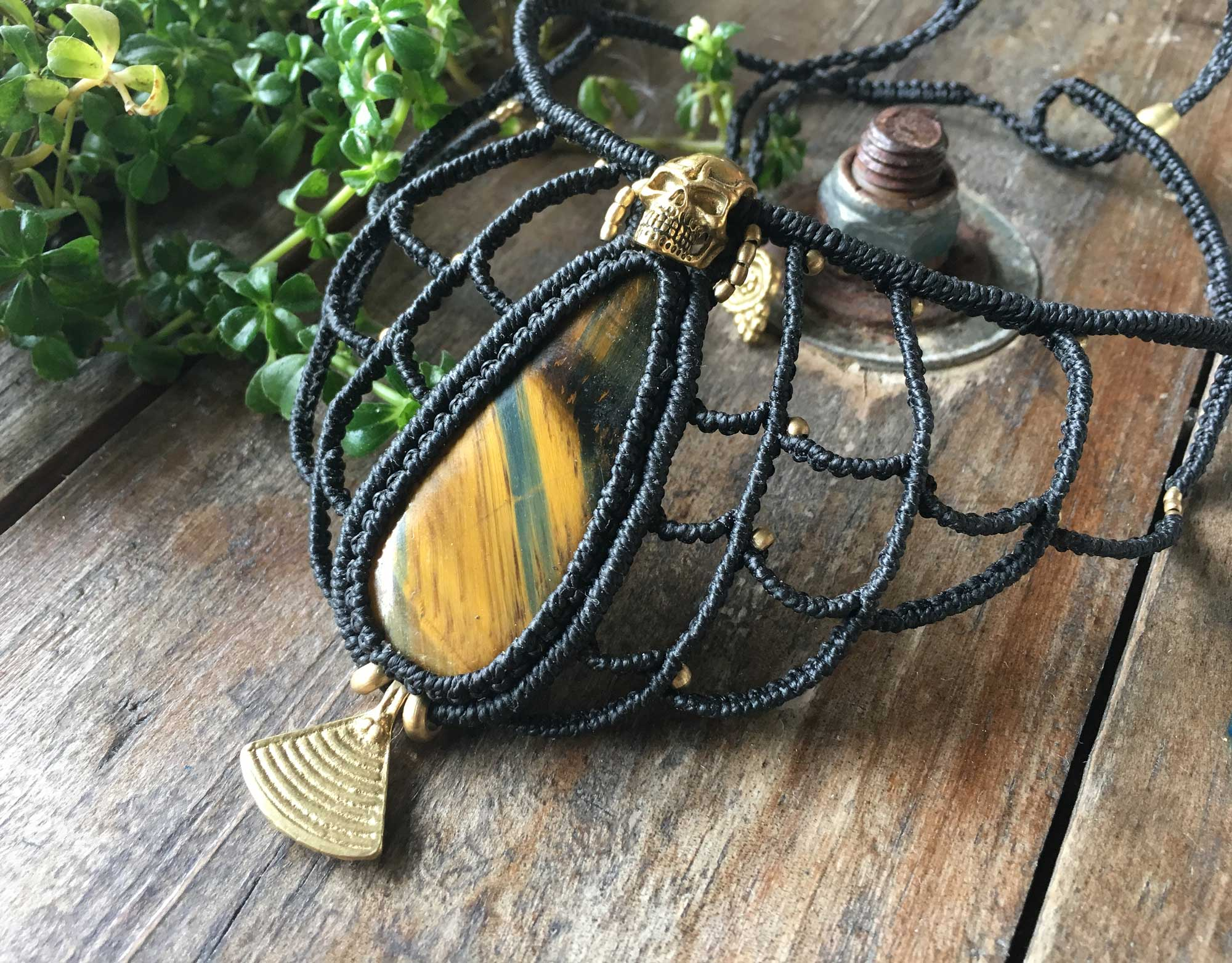 co8-tiger-eye-necklace
